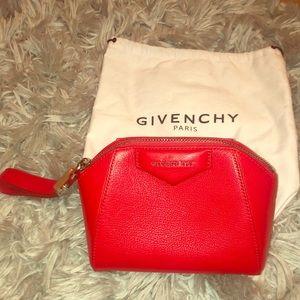 Givenchy Antigona Wristlet❤️